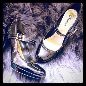 Black heels with gold Buckle, by Delicious, size 8